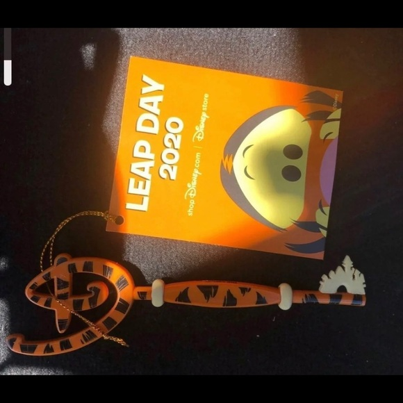 Disney store tigger leap year key
